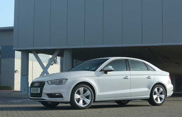 The boot's carrying capacity amounts to 425 litres with the seats up – 45 litres more than the A3 Sportback.