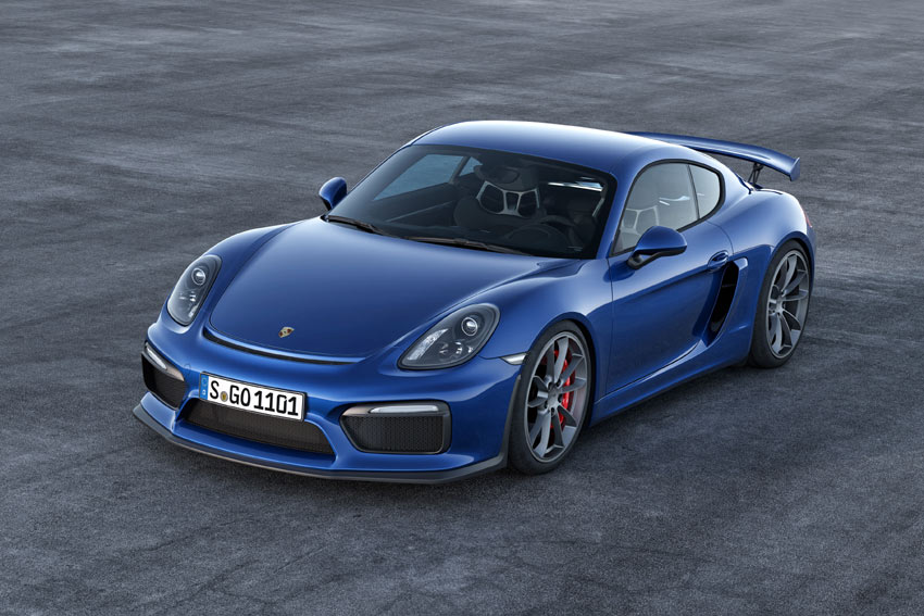 The body is lowered by 30 mm versus the standard Cayman