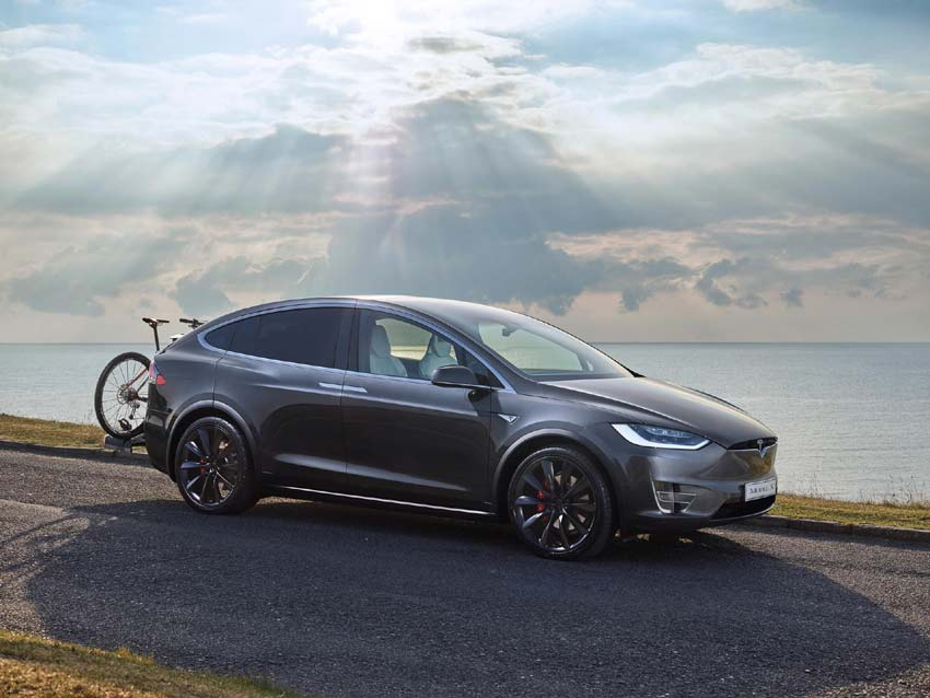 With standard all-wheel drive and up to 542 km of NEDC range on a single charge, Model X fits an active lifestyle and includes ample seating for seven adults and all of their gear